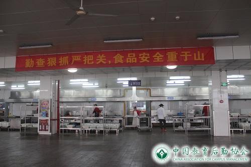 3月15日,扬州大学机械工程学院学生会组织大学生到扬子津东校区食堂举